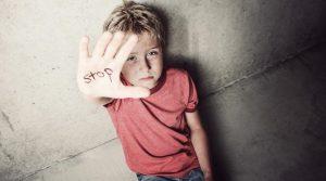 Copilul tau este victima a abuzului la scoala – Ce trebuie sa faci si ce risca profesorii vinovati