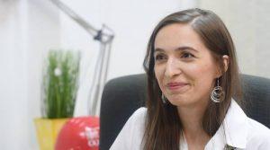 """Interviu Cristina Tunegaru: """"E datoria mea, ca profesor, să îl învăț în clasă tot ceea ce trebuie să știe."""""""