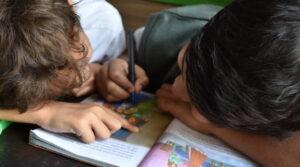 Read more about the article De ce este important copiii să se regăsească în cărți ilustrate pentru copii
