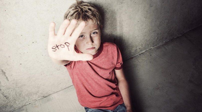 abuz in scoli